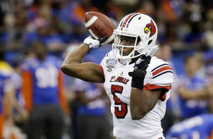 photo - Louisville quarterback Teddy Bridgewater (5) throws prior to the start of the Sugar Bowl NCAA college football game against Florida on Wednesday, Jan. 2, 2013, in New Orleans. (AP Photo/Bill Haber)