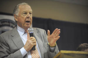 photo - T. Boone Pickens, of Mesa Water Inc. speaks during a Special meeting of the Canadian River Municipal Water Authority Board of Directors at the Plainview Country Club Thursday, June 23, 2011, in Plainview, Texas. The meeting brought together member cities and board members for the signing of contracts that cemented the sale of Mesa Water Inc. water rights to the authority. (AP Photo/The Amarillo Globe News, Stephen Spillman) MANDATORY CREDIT ORG XMIT: TXAMA104