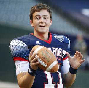 Photo - Wes Lunt warms up prior to the Semper Fidelis All-American Bowl at Chase Field in Phoenix, Ariz., Tuesday, Jan. 3, 2012. Photo by Bryan Terry, The Oklahoman <strong>BRYAN TERRY</strong>