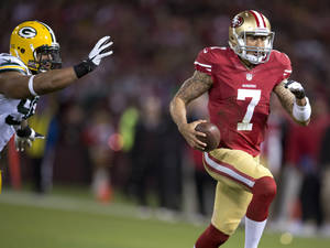 Photo - San Francisco 49ers quarterback Colin Kaepernick (7) runs for a touchdown against the Green Bay Packers during an NFC divisional playoff NFL football game on Saturday, Jan. 12, 2013, in San Francisco. (AP Photo/The Sacramento Bee, Hector Amezcua)