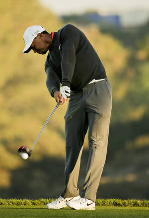 Photo - CORRECTS TO FIFTH HOLE, NOT THE FOURTH HOLE - Tiger Woods hits his tee shot on the fifth hole during the pro-am at the Farmers Insurance Open golf tournament at Torrey Pines Golf Course on Wednesday, Jan. 22, 2014, in San Diego. (AP Photo/Chris Carlson)