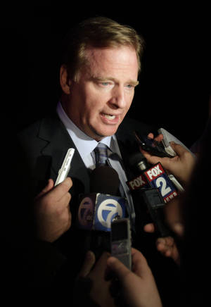 photo -   NFL Commissioner Rodger Goodell speaks with reporters at a Detroit Lions charity event, Tuesday, Nov. 27, 2012, in Detroit. Earlier Tuesday, Goodell said it's very difficult for the league to judge whether Lions defensive tackle Ndamukong Suh intended to kick Houston Texans quarterback Matt Schaub in the groin area. (AP Photo/Detroit Free Press, Jarrad Henderson) NO SALES MAGS OUT TV OUT DETROIT NEWS OUT MANDATORY CREDIT