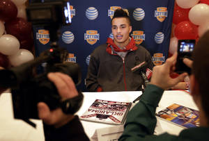 Photo - Oklahoma's Kenny Stills responds to questions during an NCAA Cotton Bowl football game press conference Monday, Dec. 31, 2012, in Irving, Texas. Oklahoma will play Texas A&M in the Cotton Bowl on Friday night at Cowboys Stadium. (AP Photo/Tony Gutierrez) ORG XMIT: TXTG108