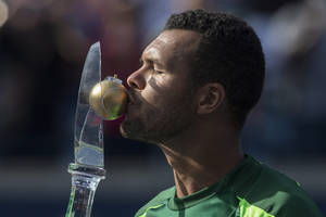 Photo - France's Jo-Wilfried Tsonga kisses the trophy after beating Switzerland's Roger Federer 7-5, 7-6 to win the Men's Rogers Cup singles final in Toronto on Sunday, Aug. 10, 2014. (AP Photo/The Canadian Press, Chris Young)