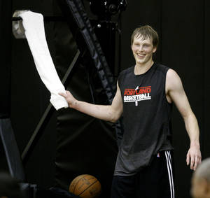 Photo - Former Duke forward Kyle Singler grabs a towel after a pre-draft basketball workout at the Portland Trail Blazers practice facility in Tualatin, Ore., Thursday, June, 16, 2011.  The NBA draft is next Thursday, June 23.(AP Photo/Don Ryan) ORG XMIT: ORDR104