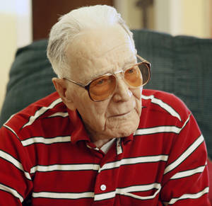 photo - Dewey Jay, a Pearl Harbor veteran, talks about his experiences during the Dec. 7 attack.  Photo by Paul Hellstern, The Oklahoman <strong>PAUL HELLSTERN - Oklahoman</strong>