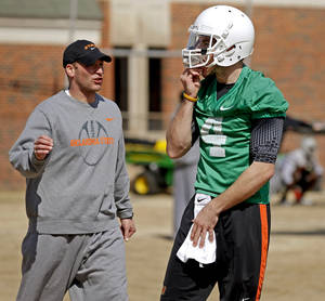 Photo - OKLAHOMA STATE UNIVERSITY / OSU / COLLEGE FOOTBALL: Oklahoma State offensive coordinator Mike Yurcich talks with J.W. Walsh during an OSU spring football practice in Stillwater, Okla., Wednesday, March 13, 2013. Photo by Bryan Terry, The Oklahoman