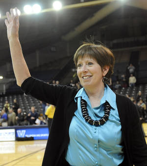 Photo - Notre Dame coach Muffet McGraw waves to the crowd after their 59-52 win over Villanova in an NCAA college basketball game against Villanova, Tuesday, Feb. 5, 2013, in Villanova, Pa. McGraw earned her 700th coaching victory with the win. (AP Photo/Michael Perez)