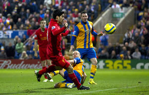photo - Liverpool's Luis Suarez, centre left, appears to handle the ball as he scores against Mansfield Town during their English FA Cup 3rd round soccer match at Field Mill Stadium, Mansfield, England, Sunday, Jan. 6, 2013. (AP Photo/Jon Super)