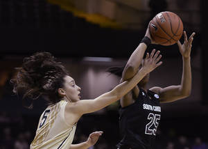 Photo - Vanderbilt guard Kady Schrann (5) defends against South Carolina guard Tiffany Mitchell (25) in the first half of an NCAA college basketball game Sunday, Jan. 26, 2014, in Nashville, Tenn. (AP Photo/Mark Zaleski)