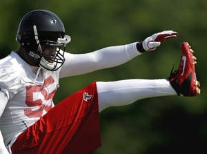 Photo -   Atlanta Falcons defensive end John Abraham takes part in NFL football practice,Thursday, June 21, 2012, in Flowery Branch, Ga. For much of the free agency period, it appeared likely the Falcons would lose Abraham, the team's top pass rusher. Instead Abraham has returned to find his new defensive coordinator is Mike Nolan, who was the Jets' defensive coordinator for his 2000 rookie season. Abraham says it's a perfect fit. (AP Photo/David Goldman)