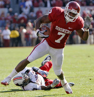 Photo - Oklahoma's DeMarco Murray (7) runs past Texas Tech's Laron Moore (28) on his way to a touchdown during the first half of the college football game between the University of Oklahoma Sooners (OU) and the Texas Tech Red Raiders (TTU) at the Gaylord Family Memorial Stadium on Saturday, Nov. 13, 2010, in Norman, Okla.  Photo by Chris Landsberger, The Oklahoman