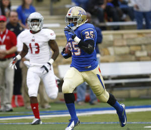 Photo -   Tulsa's Ja'Terian Douglas heads for the end zone during the first half of NCAA college football game against Nicholls State, Saturday, Sept. 15, 2012, in Tulsa, Okla. (AP Photo/Tulsa World, Tom Gilbert) ONLINE OUT; TV OUT; TULSA OUT