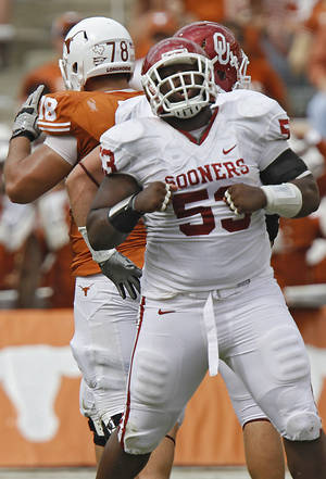 photo - REACTION: Oklahoma&#039;s Casey Walker (53) reacts after a defensive stop during the Red River Rivalry college football game between the University of Oklahoma Sooners (OU) and the University of Texas Longhorns (UT) at the Cotton Bowl in Dallas, Saturday, Oct. 8, 2011. Photo by Chris Landsberger, The Oklahoman  ORG XMIT: KOD