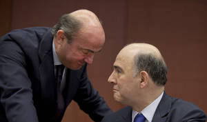photo - Spain's Economy Minister Luis de Guindos, left, speaks with French Finance Minister Pierre Moscovici during a meeting of  eurogroup finance ministers in Brussels on Monday, March 4, 2013. The eurogroup finance ministers are set to discuss details of a bailout for cash-strapped Cyprus, further steps of assistance for Portugal and Ireland as well as the controversial issue of direct banking recapitalizations through Europe's permanent rescue fund. (AP Photo/Virginia Mayo)
