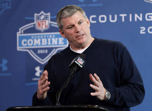 photo - Tennessee Titans head coach Mike Munchak answers a question during a news conference at the NFL football scouting combine in Indianapolis, Thursday, Feb. 21, 2013. (AP Photo/Michael Conroy)