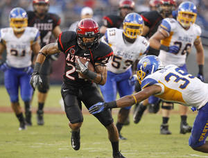 Photo -   San Diego State wide receiver Colin Lockett, front left, tries for extra yardage during an NCAA college football game against San Jose State, Saturday , Sept. 22, 2012, in San Diego. (AP Photo/UT San Diego, Earnie Grafton) SAN DIEGO COUNTY OUT; NO SALES; COMMERCIAL INTERNET OUT; FOREIGN OUT