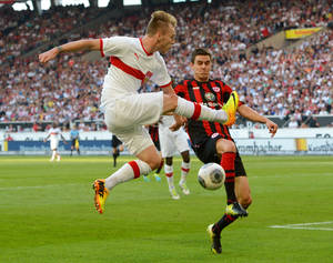 Photo - Stuttgart's Alexandru Maxim, left, challenges for the ball with Frankfurt's Johannes Flum during the German Bundesliga soccer  match between VfB Stuttgart and Eintracht Frankfurt at Mercedes-Benz Arena in Stuttgart, Germany,  Sunday Sept. 22, 2013. (AP Photo/dpa, Bernd Weissbrod)