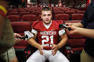 Photo - Tom Wort is one of many Sooners who played high school football in Texas.  Photo by Steve Sisney, The Oklahoman