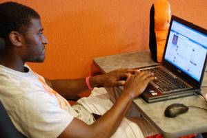 Photo - Oklahoma State receiver Justin Blackmon participates in a live chat with fans. PHOTO COURTESY OSU SPORTS INFORMATION <strong></strong>