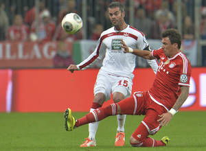 Photo - Bayern's Mario Mandzukic of Croatia right, and Kaiserslautern's Marc Torrejon Moyachallenge challenge for the ball during the German soccer cup (DFB Pokal) semifinal  match between FC Bayern Munich and FC Kaiserslautern in the Allianz Arena in Munich, Germany, on Wednesday, April 16. 2014. (AP Photo/Kerstin Joensson)