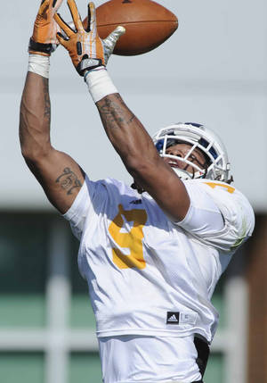 Photo - In this March 11, 2014 photo, Tennessee wide receiver Von Pearson makes a catch during an NCAA college spring football practice in Knoxville, Tenn. (AP Photo/The Knoxville News Sentinel, Adam Lau)