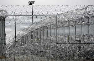 photo - PRISON: Security fence is pictured at the Joseph Harp Correctional Center in Lexington, Okla., on Friday, January 4, 2008. BY SARAH PHIPPS, THE OKLAHOMAN ORG XMIT: KOD