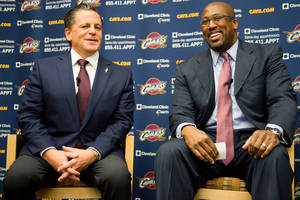 Photo - Cleveland Cavaliers owner Dan Gilbert, left, talks with new head coach Mike Brown during a press conference at the team's headquarters introducing Brown on Wednesday, April 24, 2013, in Independence, Ohio. (AP Photo/Jason Miller)