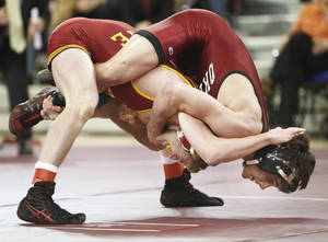Photo - OU's Jarrod Patterson, top, defeats Andrew Long of Iowa State at 125 pounds. Photo by Steve Sisney, The Oklahoman