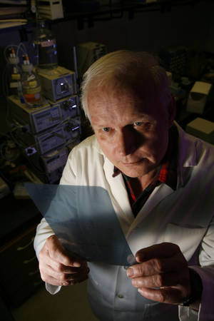 Photo - Scientist Charles Esmon, at the Oklahoma Medical Research Foundation in Oklahoma City, Oklahoma. Photo by Steve Sisney <strong>Steve Sisney</strong>