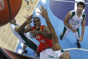 Photo - Serge Ibaka, centre left, of Spain is challenged by Joao Santos, right, from Portugal during the EuroBasket 2011, European Basketball Championships group A match between Spain and Portugal in Panevezys, Lithuania, on Thursday, Sept. 1, 2011. (AP Photo/Mindaugas Kulbis)   ORG XMIT: XMK112