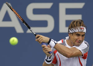 photo -   Spain's David Ferrer returns a shot to Australia's Lleyton Hewitt in the third round of play at the 2012 US Open tennis tournament, Sunday, Sept. 2, 2012, in New York. (AP Photo/Kathy Willens)