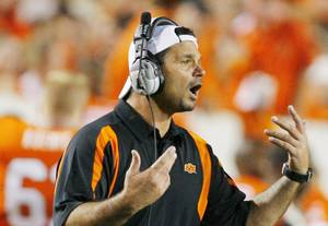 Photo - Joe DeForest gives direction during the Oklahoma State University (OSU) college football game with Kansas State University (KSU) at Boone Pickens Stadium in Stillwater, Okla. Saturday Oct. 20, 2007. BY MATT STRASEN, THE OKLAHOMAN ORG XMIT: KOD