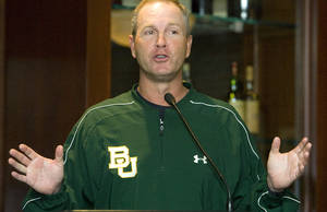 photo - Baylor University head coach Steve Smith speaks during the Big 12 Baseball Championship Tournament press conference at Mickey Mantle's on Tuesday, May 19, 2009, in Oklahoma City, Okla.   Photo by Chris Landsberger, The Oklahoman  ORG XMIT: KOD