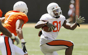 Photo - COLLEGE FOOTBALL: OSU's Justin Blackmon (81) runs from Shamiel Gary (7) after a catch during the Orange/White spring football game for the Oklahoma State University Cowboys at Boone Pickens Stadium in Stillwater, Okla., Saturday, April 16, 2011. Photo by Nate Billings, The Oklahoman ORG XMIT: KOD