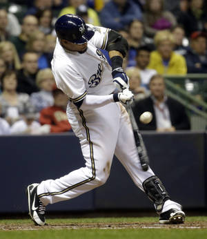 Photo - Milwaukee Brewers' Carlos Gomez hits a two-run single during the sixth inning of a baseball game against the Arizona Diamondbacks Monday, May 5, 2014, in Milwaukee. (AP Photo/Morry Gash)