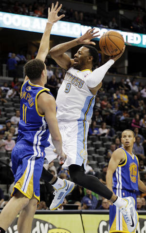 photo -   Denver Nuggets' Andre Iguodala (9) shoots against Golden State Warriors' Klay Thompson in the second quarter of their preseason NBA basketball game, Monday, Oct. 15, 2012, in Denver. (AP Photo/Joe Mahoney)