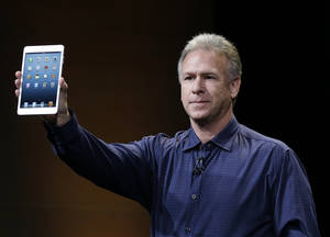 Photo -   Phil Schiller, Apple's senior vice president of worldwide product marketing, introduces the iPad Mini in San Jose, Calif., Tuesday, Oct. 23, 2012. (AP Photo/Marcio Jose Sanchez)