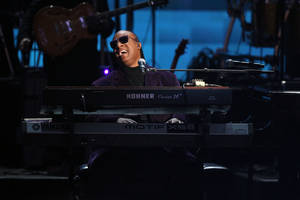"Photo -   Stevie Wonder and the Rickey Minor Band perform ""Master Blaster"", ""My Cherie Amour"" and ""Sir Duke"" as a tribute to Dick Clark at the 40th Anniversary American Music Awards on Sunday, Nov. 18, 2012, in Los Angeles. (Photo by Matt Sayles/Invision/AP)"