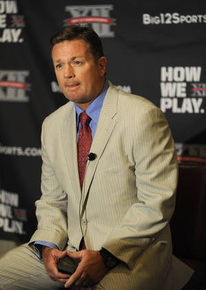 photo - Oklahoma head coach Bob Stoops answers questions during NCAA college football Big 12 Media Days, Tuesday, July 26, 2011, in Dallas. (AP Photo/Matt Strasen)