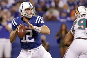 photo -   Indianapolis Colts quarterback Andrew Luck (12) throws against the Miami Dolphins during the first half of an NFL football game in Indianapolis, Sunday, Nov. 4, 2012. Luck threw for 433 yards and two touchdown passes, breaking Carolina Panthers quarterback Cam Newton's single-game passing record (422 yards) for a rookie as he led the Colts to a 23-20 win. (AP Photo/AJ Mast)