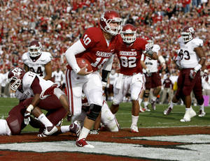 photo - Oklahoma's Blake Bell (10) scores a touchdown during the college football game between the Texas A&M Aggies and the University of Oklahoma Sooners (OU) at Gaylord Family-Oklahoma Memorial Stadium on Saturday, Nov. 5, 2011, in Norman, Okla. Photo by Bryan Terry, The Oklahoman