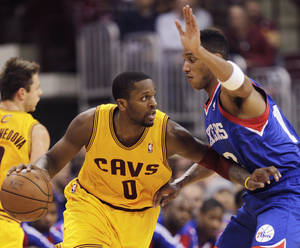 Photo - C.J. Miles could be a great fit for the Thunder, says Darnell Mayberry. (AP Photo/Jay LaPrete)