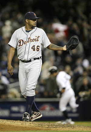 Photo -   Detroit Tigers pitcher Jose Valverde waits for the ball after giving up a two-run home run to New York Yankees' Ichiro Suzuki , rear, in Game 1 of the American League championship series Saturday, Oct. 13, 2012, in New York. (AP Photo/Matt Slocum)