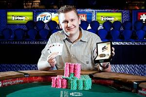 Photo - Ben Lamb with bracelet he won from $10,000 PLO championship (courtesy WSOP). <strong></strong>