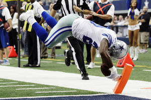 Photo -   Dallas Cowboys running back DeMarco Murray dives for a touchdown against the Tampa Bay Buccaneers during the first half of an NFL football game, Sunday, Sept. 23, 2012, in Arlington, Texas. (AP Photo/Tony Gutierrez)