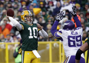 Photo - Green Bay Packers' Matt Flynn throws during the second half of an NFL football game against the Minnesota Vikings Sunday, Nov. 24, 2013, in Green Bay, Wis. (AP Photo/Morry Gash)