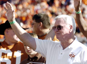 photo - Former Oklahoma State head coach Jim Stanley waves to the crowd after a halftime ceremony during the college football game between Oklahoma State University (OSU) and University of Nebraska (NU) in Stillwater, Okla. at Boone Pickens Stadium, Saturday, October 28, 2006. By Matt Strasen, The Oklahoman ORG XMIT: KOD