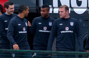 Photo -   England's Ashley Cole, 2nd right, shares a joke with Theo Walcott, 2nd left, during a team training session, London Colney, Thursday Oct. 11, 2012. England will play against San Marino in a World Cup qualifying soccer match on Friday. (AP Photo/Tom Hevezi)