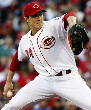 Photo -   Cincinnati Reds starting pitcher Homer Bailey throws against the San Francisco Giants in the third inning during Game 3 of the National League division baseball series, Tuesday, Oct. 9, 2012, in Cincinnati. (AP Photo/David Kohl)
